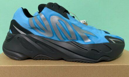 2021 Adidas Yeezy Boost 700 MNVN Bright Cyan Mens sz 9 GZ3079
